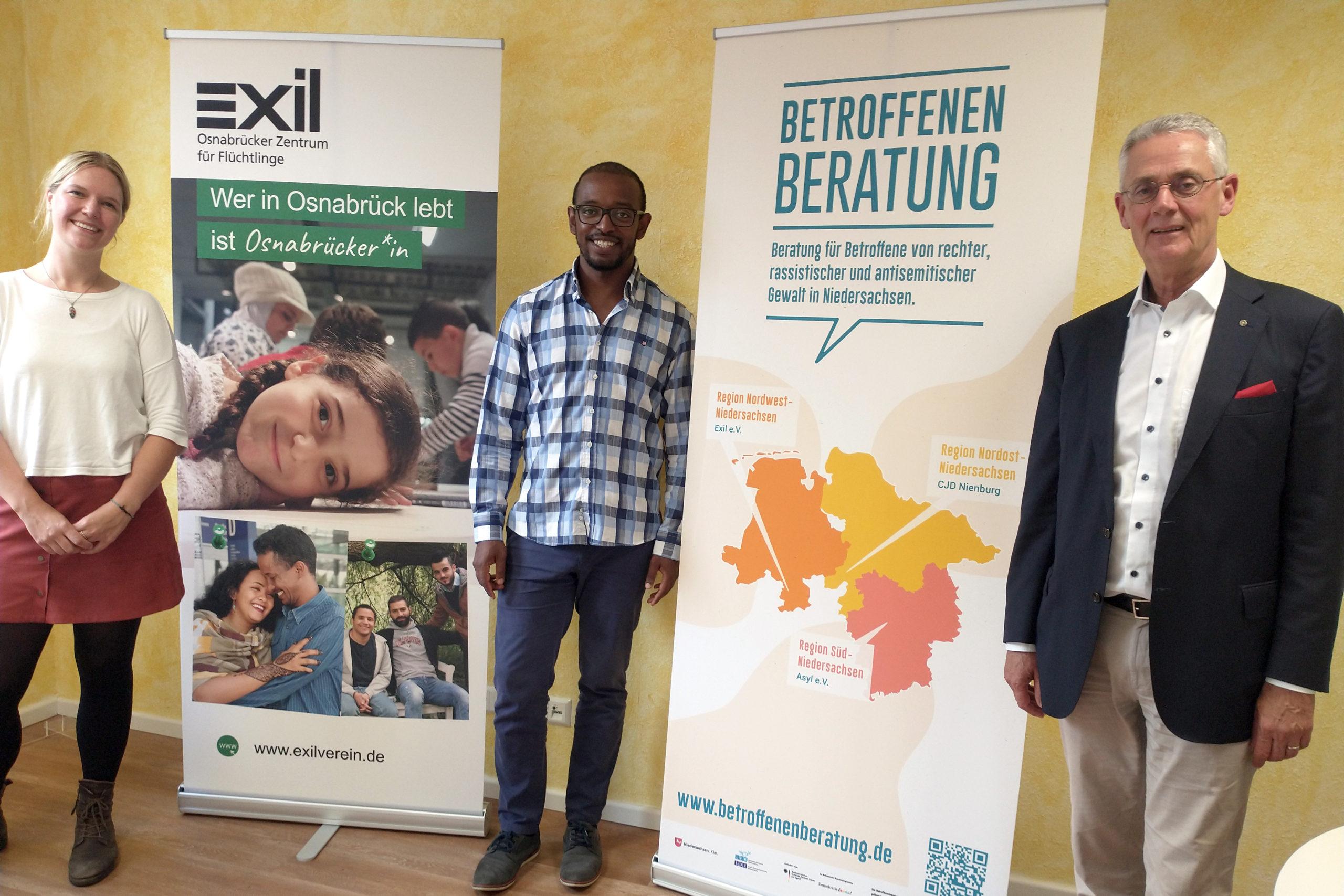 Gruppenbild mit Exil-Geschäftsführerin Marlene Schriever, Berater Ambachew Anjulo und Antisemitismusbeauftragtem Dr. Franz Rainer Ernste